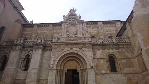 Portada de la basílica